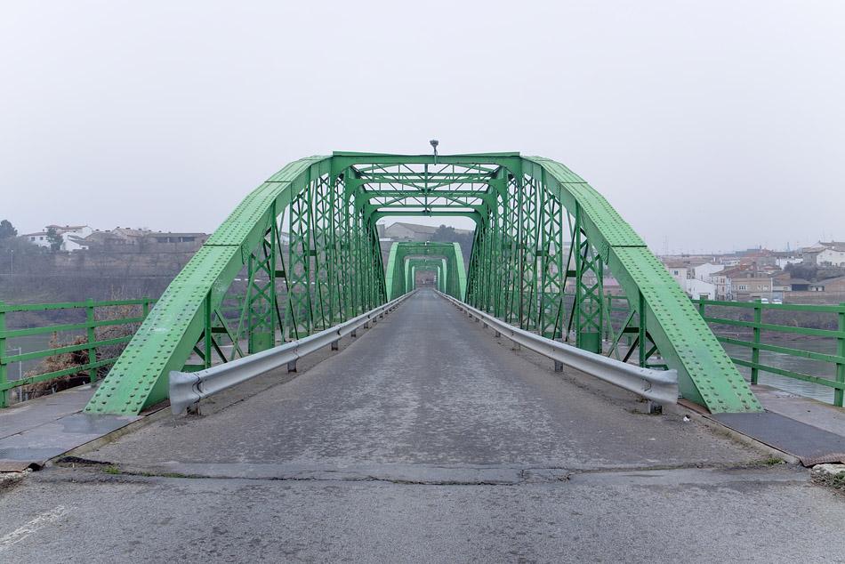El Puente ilustración de Los Pasos. Opinión en libros y novelas