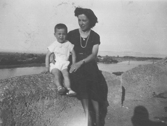 Biografía Antonio P. Bueno Velilla de niño con su madre, Libros y Novelas. www.librosynovelas.es